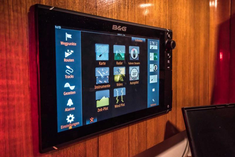 B&G Kartenplotter an Bord der Segelyacht Logoff